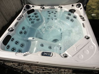 Hot tub with many high powered jets, waterfalls, LED lights and stereo.