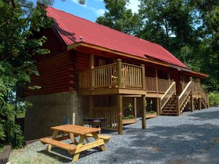 Gatlinburg cabin photo - 4 Master Suites with a Jacuzzi for 2 and Full Bath in each. New front deck