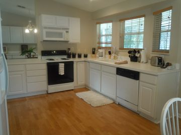 Fully Loaded Kitchen/Dishwasher/Washer & Dryer/Ice Maker/Coffee Maker/Blender