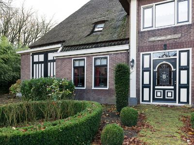 Very spacious, luxurious and authentic farmhouse, Chestnut Farm in Oostwoud