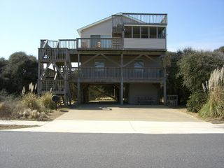 Kitty Hawk cottage photo - Large driveway can accommodate 8 cars