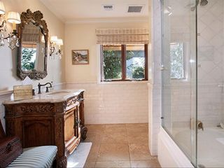 Laguna Beach house photo - Beautifully tiled entry level guest bathroom