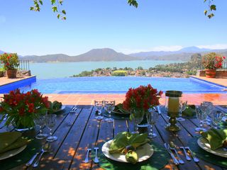 Valle de Bravo villa photo - Poolside dining area under pergola