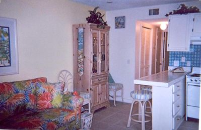 Myrtle Beach Resort condo rental - Family Room with partial kitchen view