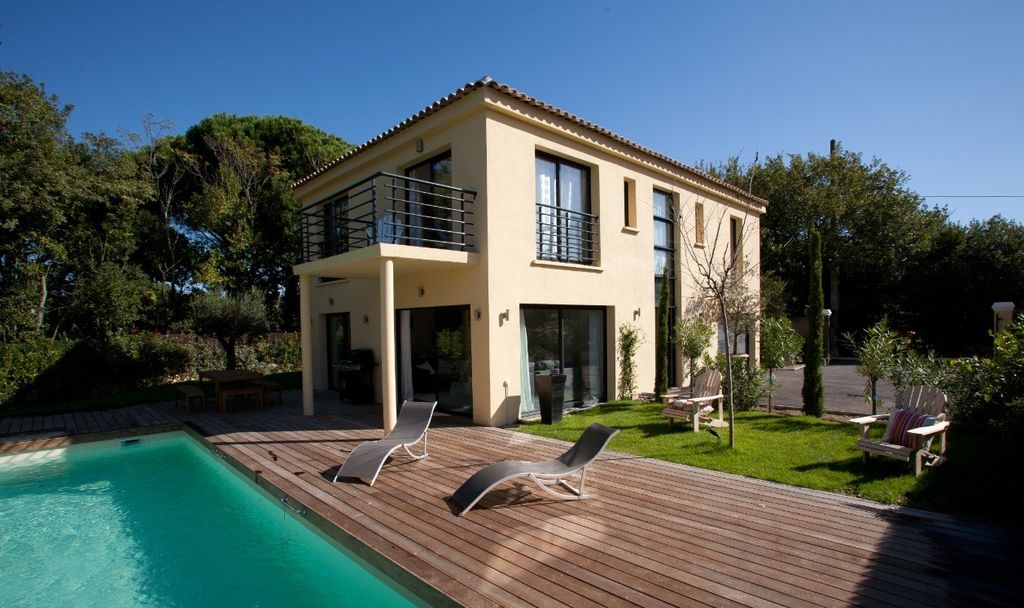 Luxury accommodation, 137 square meters, close to the beach