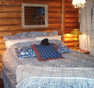 Queen master bedroom; retreat to comfort in this very quaint cabin !