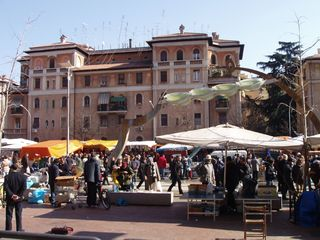 Trastevere area condo photo - Each Sunday Porta Portese starts around the corner and goes on for miles. Enjoy!