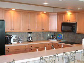 Greers Ferry Lake house rental - Fully equipped kitchen