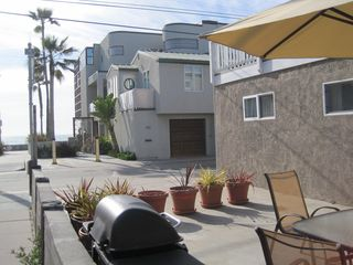 Mission Beach house photo - Large Front Patio with Ocean View and BBQ Grill