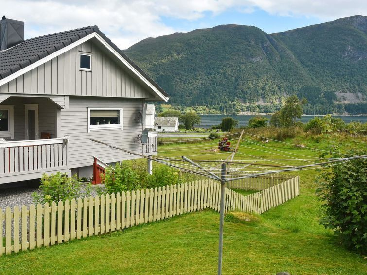 Vacation home Dravlausbygd  in Lauvstad, Northern Fjord Norway - 9 persons, 5 bedrooms