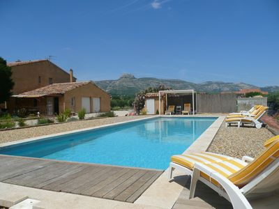 BIG HOUSE + HEATED POOL 10 MINUTES FROM THE BEACHES AND CASSIS,