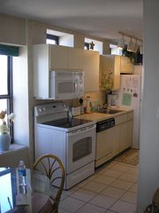 Crescent Beach condo photo - Kitchen w/full size appliances