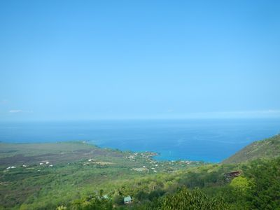 view from the lanai down to Kealakekua Bay