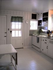 Oak Bluffs house photo - Spacious, Bright Kitchen