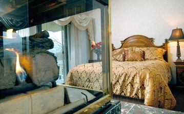 Enjoy a good nite sleep in the master bedroom! Fire place and private bath.
