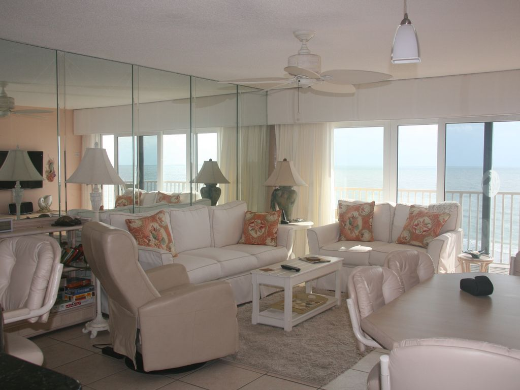Collwood condominiums situ sur le golfe du mexique for Chambre condos madeira beach florida