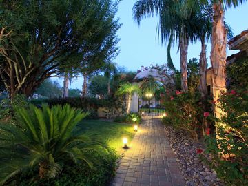 Rancho Mirage house rental - Courtyard and Entry Gate