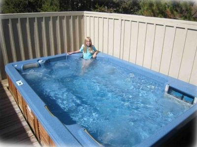 Huge Hot Tub Holds Ten or More -- Gets Raves from Guests