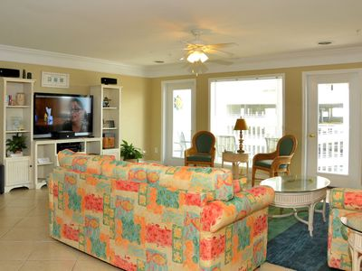 Crescent Beach villa rental - Living room 55' HDTV