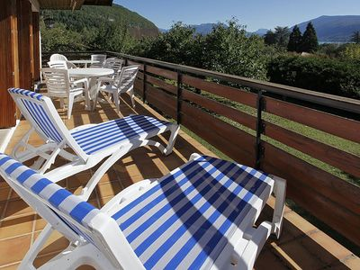 A quiet & sunny villa for summer & ski holidays close to the Annecy lake (8/9 p)