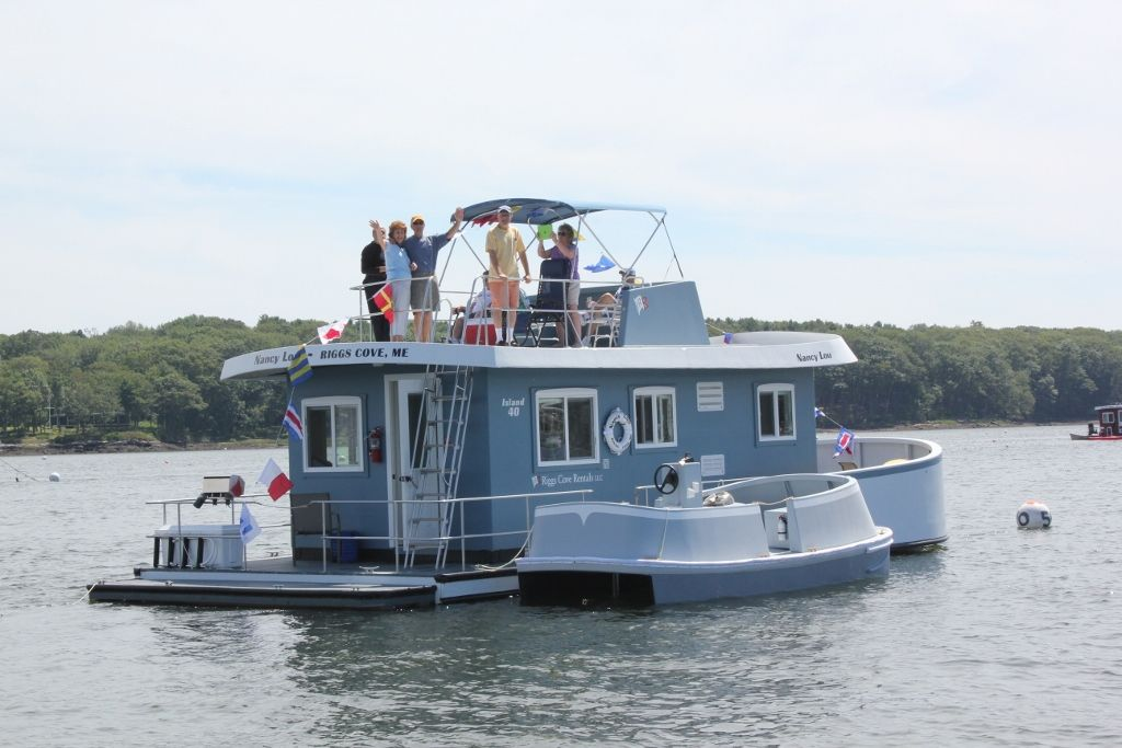 A water getaway vacation on a houseboat in maine a for Houseboats for rent in california