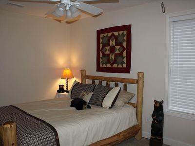 Burnside cabin rental - This queen bed is upstairs w JackNJill bath