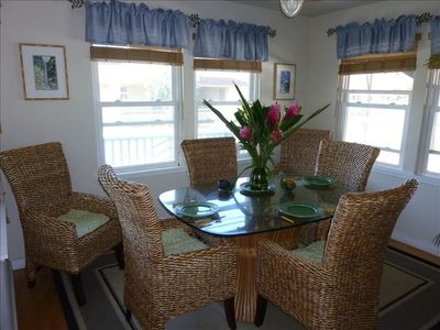 Dining room for up to 6 people seated comfortably...ocean view!