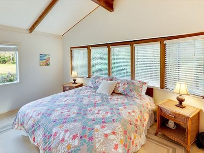 Waimea - Kamuela cottage rental - Master Bedroom, Bow Window and Verdant Views.
