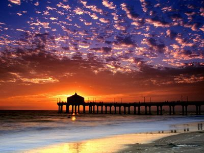 Sunset view of the Manhattan Beach Pier