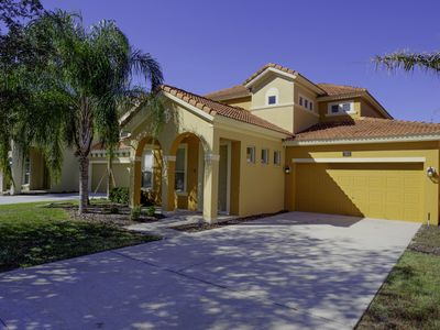 Stunning 5 /4.5 Luxurious  Disney villa, sunny pool/spa, great conservation view