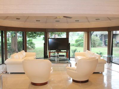 Fort Lauderdale house rental - Octagonal living room with 55 inch flat screen TV