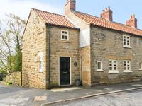 THE COTTAGE, pet friendly, with a garden in Ampleforth, Ref 12537