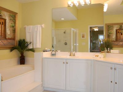 Amelia Island condo rental - Master Bath With Shower and Garden Tub