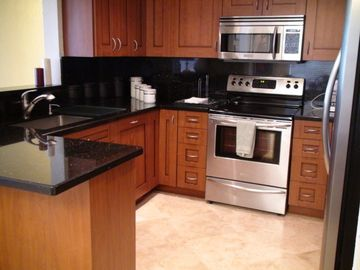HAVANA CONDO (Beach Front Views): Kitchen