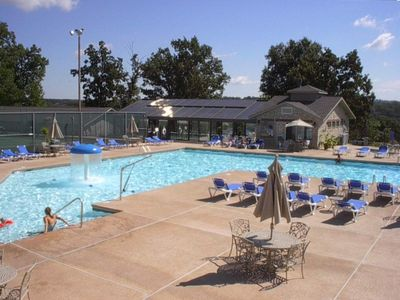PT. ROYALE ~INDOOR/OUTDOOR POOL/TENNIS COURTS~just 2 blks.away,non hilly walk!