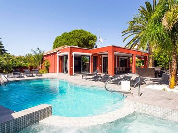 Top 7 bedroom villa with guesthouse, private (whirl-)pool, large terrace, air-co