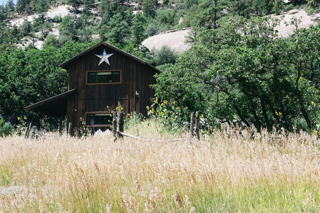 Pet friendly cabin 7 mi from downtown vrbo for Cabins to stay in durango colorado