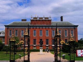 Beautiful Kensington Palace where Diana lived, a short walk and beautiful park!