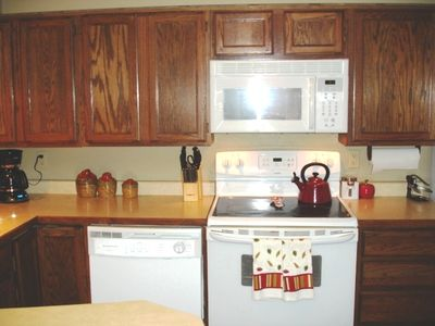 Brian Head condo rental - Immaculate Modern Kitchen, Nice Dishes Paula Deen Pots/Pans, Bake Ware & Spices
