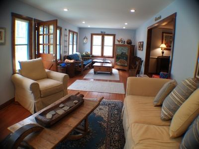 Union Pier house rental - Cozy Living Room, great for entertaining!