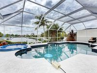 Luxurious Contemporary Vacation Awaits You! Hot tub/Heated Pool/Right on Canal!