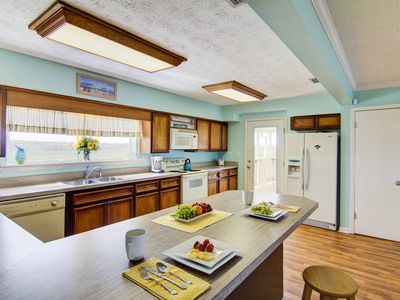 Spacious, completely equipped kitchen