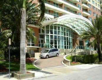 Entrance driveway at The Mark on Brickell Bay