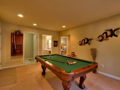 Bonus room with pool table - great for keeping the kids entertained!