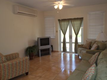 Living Room - open floor plan, ceiling fan, airconditioning