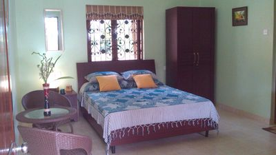 """Fernlodge"" .A Home-stay with 3 studios in lush gardens,pool & scenic views - Fern Holly (Studio, Sleeps 2)"