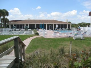 Vero Beach condo photo - Clubhouse, pool and shuffleboard