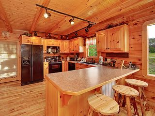 Pigeon Forge cabin photo - Fully functional Kitchen with eat in bar
