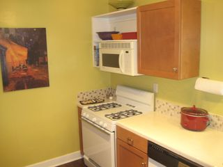 Long Beach apartment photo - 4-burner gas stove/oven and microwave above