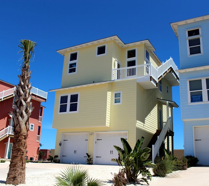 Port aransas holiday house 3 story beach house with roof for 3 story house with rooftop deck
